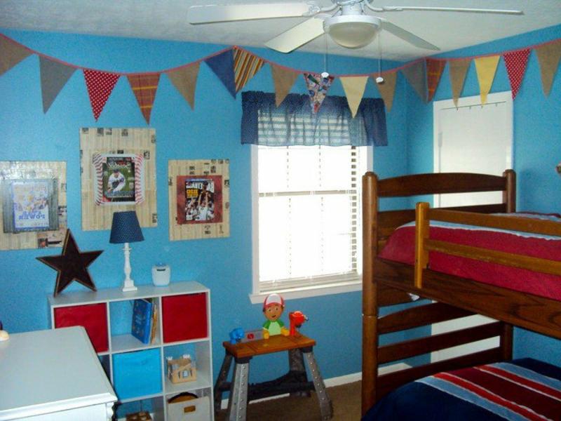 moderne grell blaue farbe im kinderzimmer