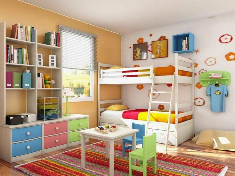 mädchenzimmer mit weiß-oranger farbgestaltung