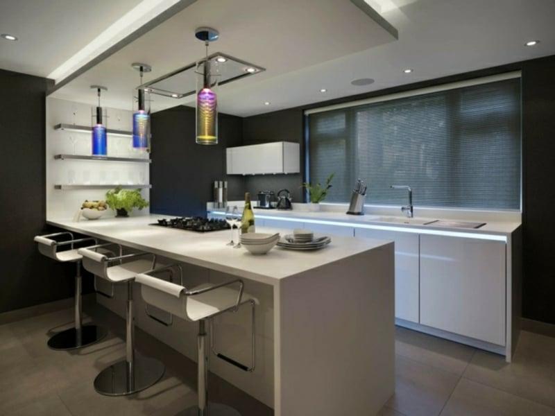 elegante kücheninsel aus kunststein