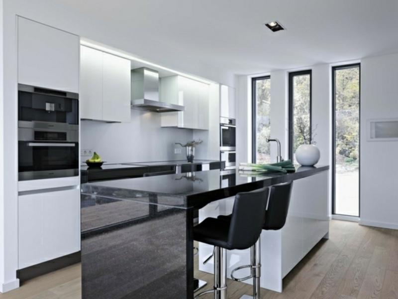 minimalistische kücheninsel aus marmor