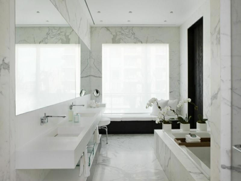 schöne marmorfliesen im bad