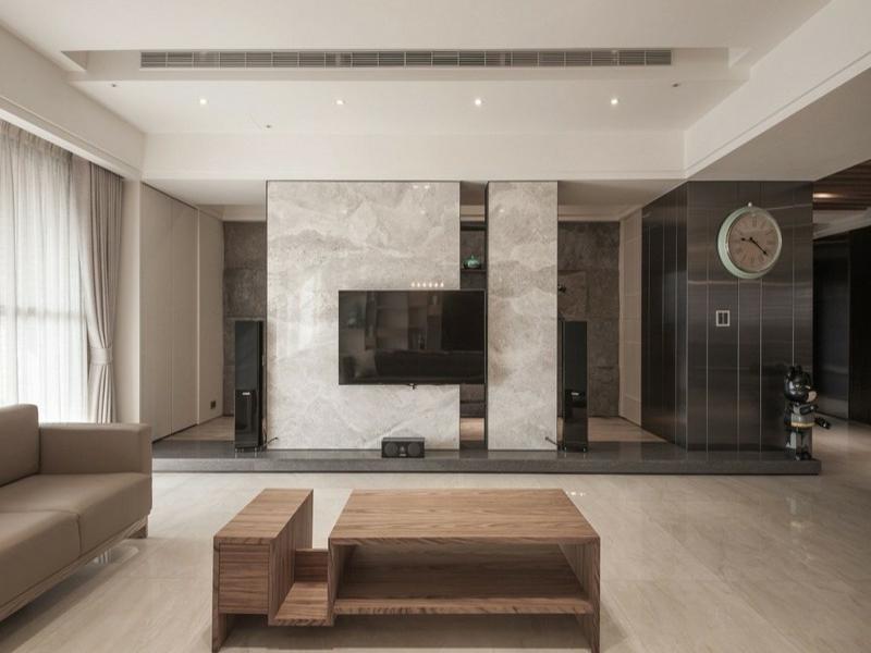 schöner wohnwand mit marmorfliesen
