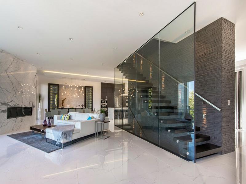 treppe zu den designer marmorfliesen