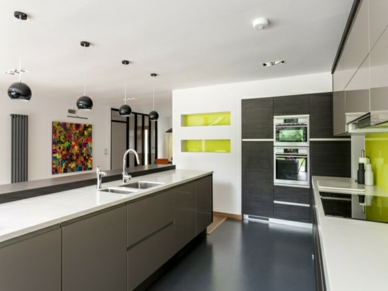 moderne graue kücheninsel