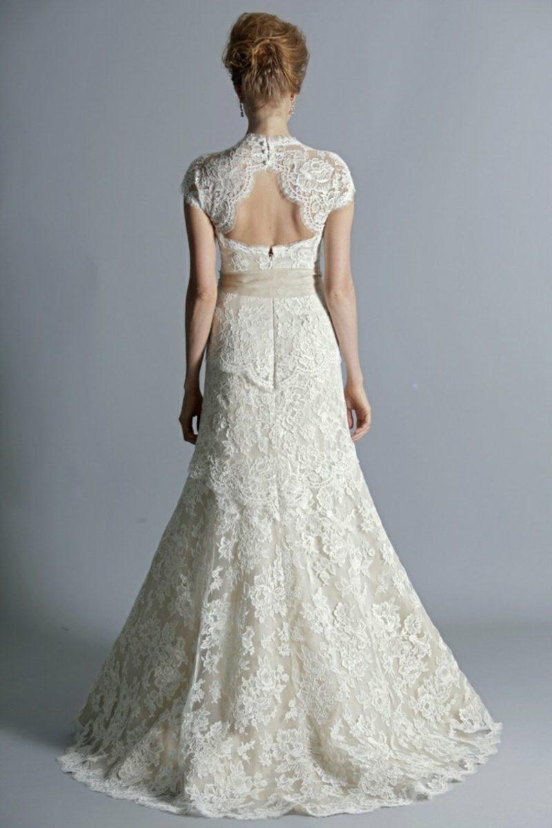 rückenfreies Brautkleid mit Spitzen