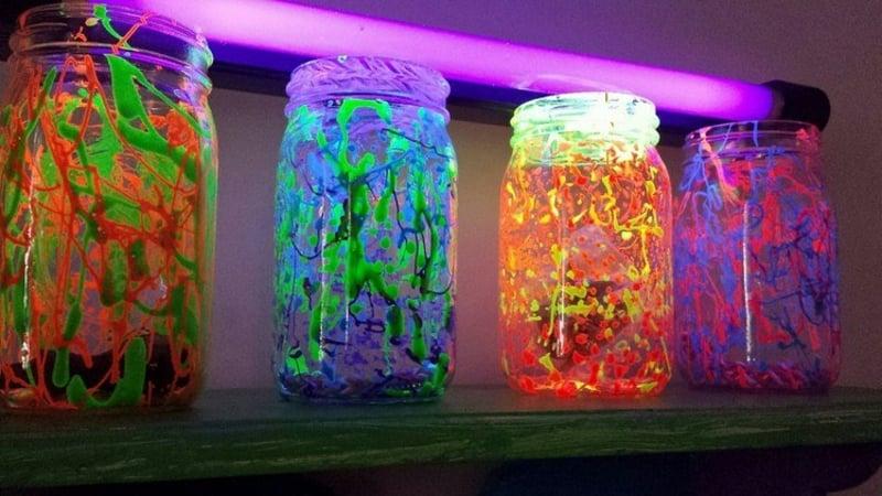Glasbehälter fluoreszierende Farbe