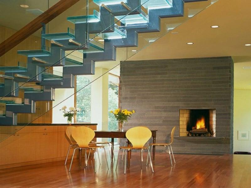 esszimmer unter der treppe aus glas