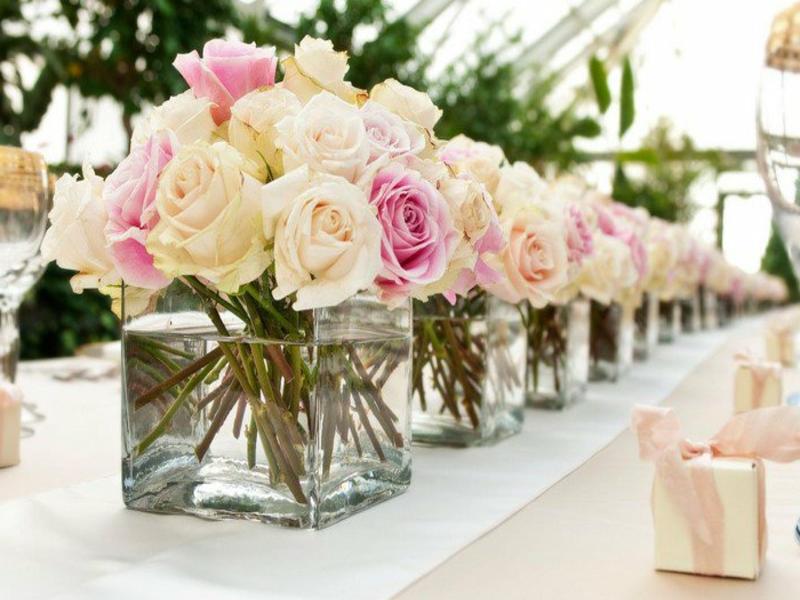 gleiche tischdekorationen mit rosen