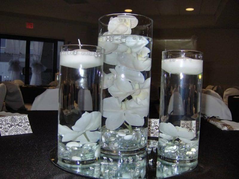 weiße orchideen in den tschdekorationen