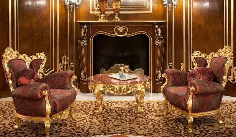 Barock Möbel zwei originelle Sessel mit goldenen Akzenten