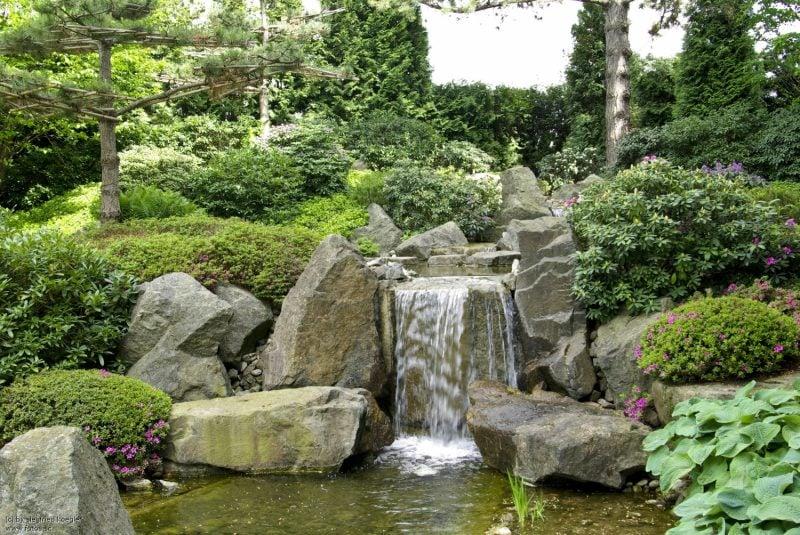 Wasserfall orgineller Zengarten