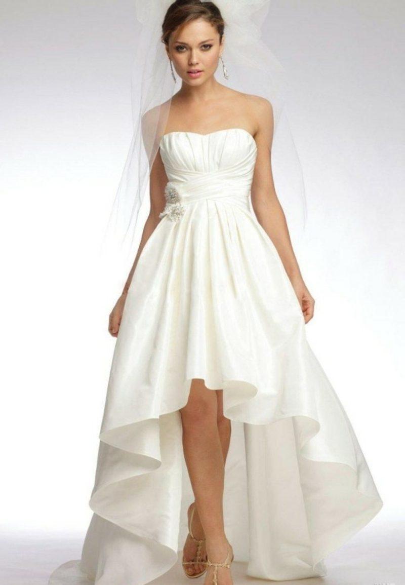 schlichtes asimetrisches Brautkleid