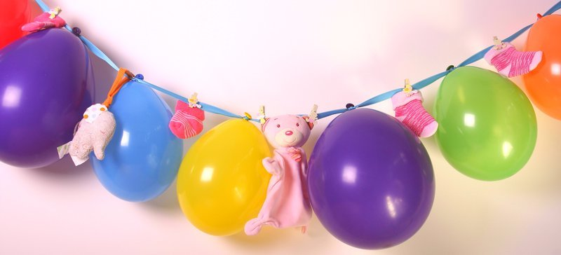 babyparty deko girlande ballons