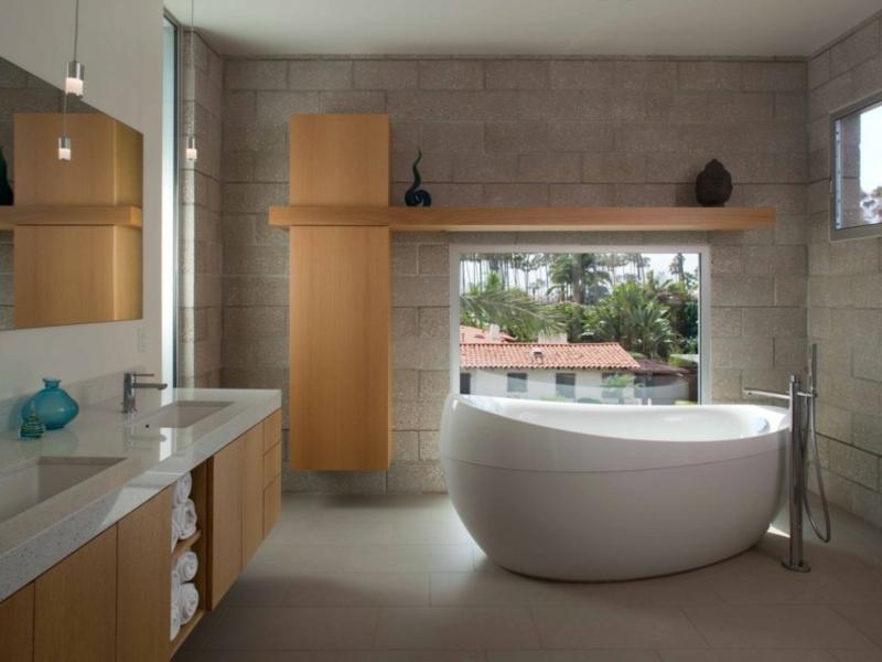 stilvolle pendelleuchte im badezimmer