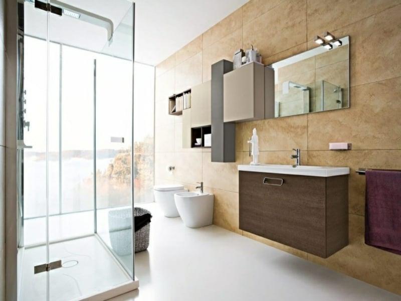 moderne badbeleuchtung am spiegel
