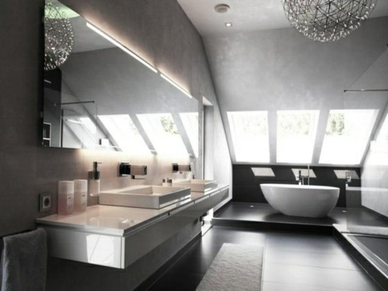 viele kleine elegante glaselemente im bad
