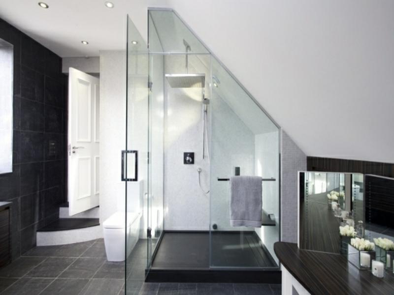 designer glasduschkabine und graue bodenfließen