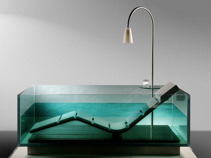 moderne glasbadewanne in der badezimmergestaltung