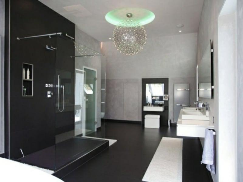 glasleuchter in der badezimmergestaltung