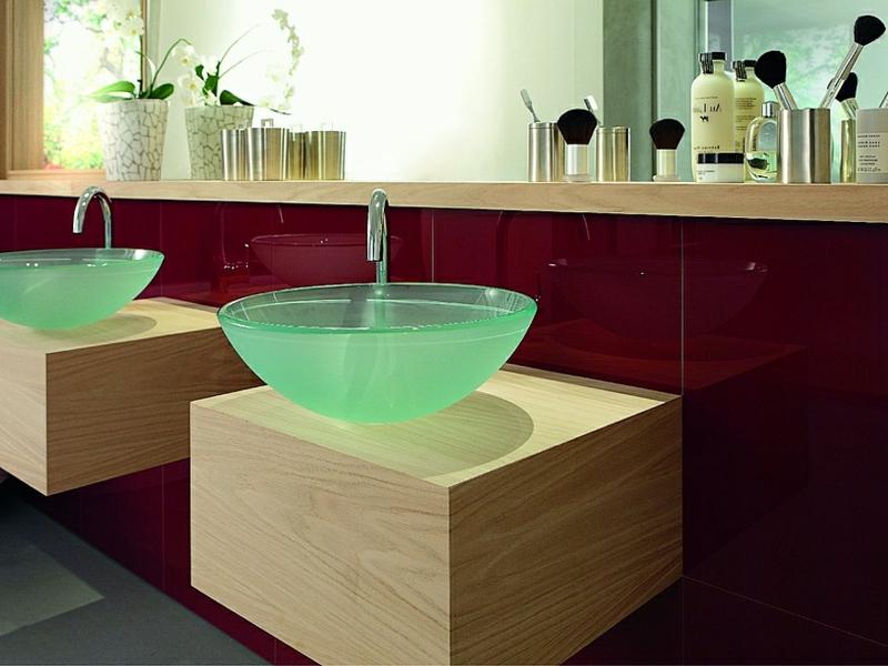 ein kleines romantisches glaswaschbecken