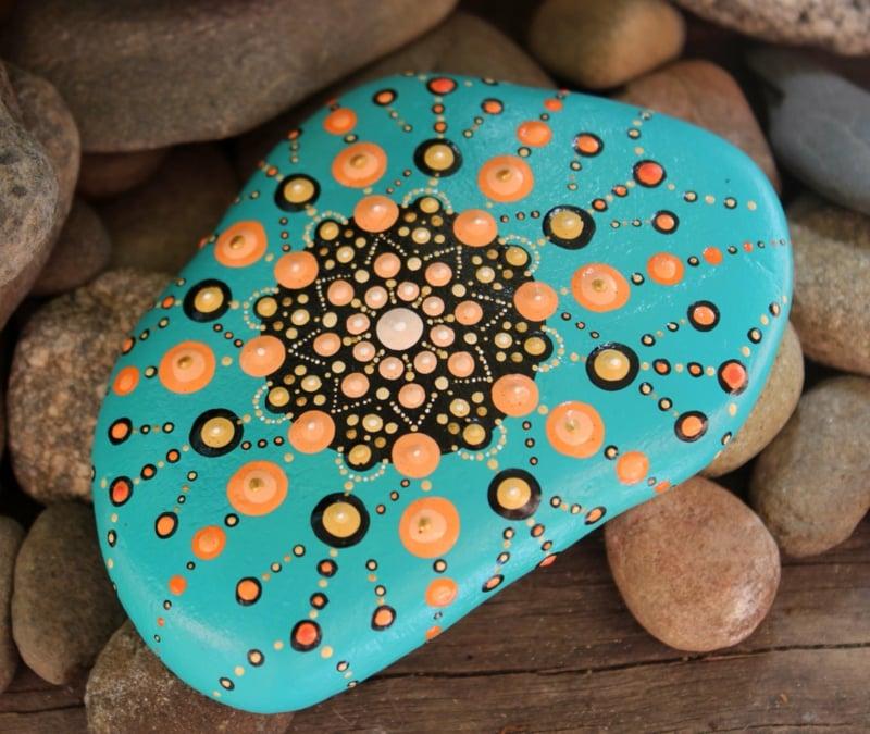 bemalte steine wunderschöne mandala
