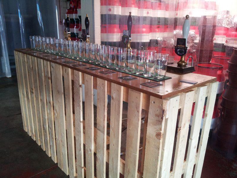 Bar bauen mit Holzplatten