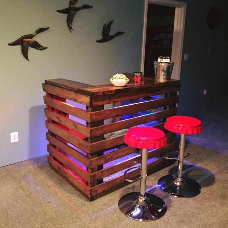 5 einfache schritte wie sie bartresen aus paletten selber. Black Bedroom Furniture Sets. Home Design Ideas