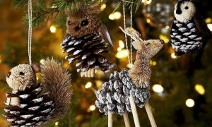 Basteln mit Tannenzapfen Weihnachtsbaum schmücken