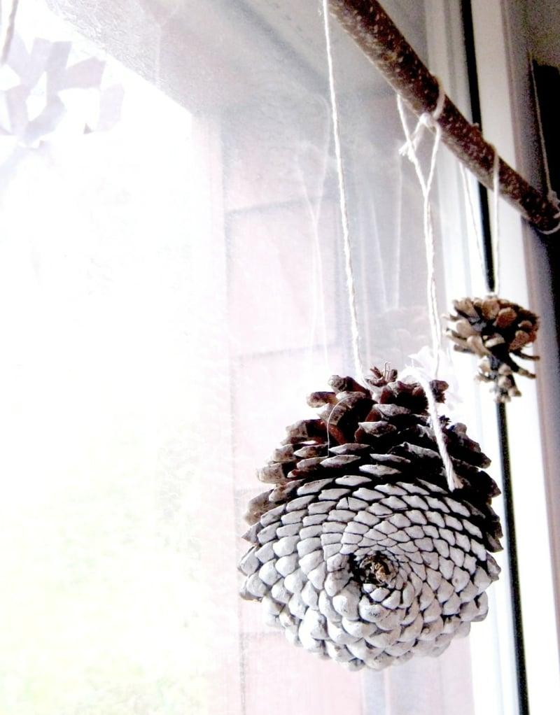 Basteln mit Tannenzapfen Fensterdeko