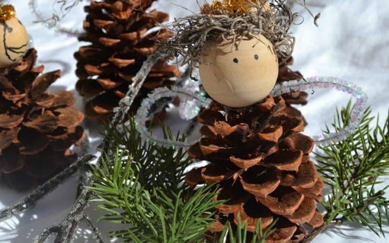 Basteln mit Tannenzapfen Weihnachtsengel
