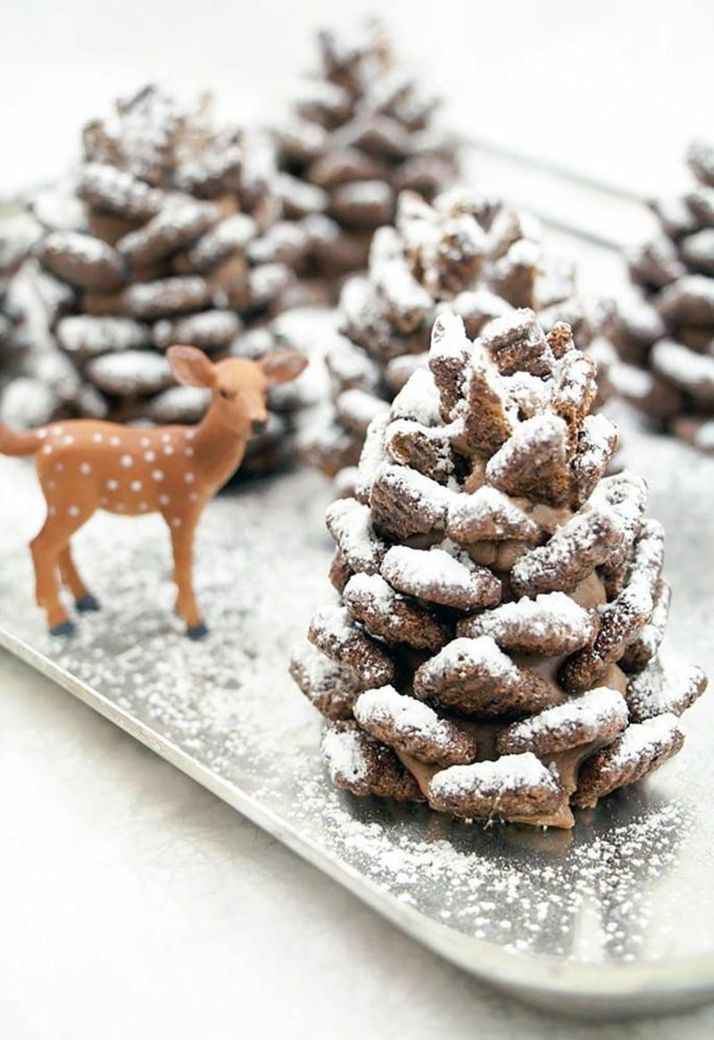 Basteln mit Tannenzapfen weihnachtliche Stimmung schaffen