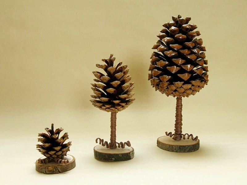 Basteln mit Tannenzapfen drei Bäume