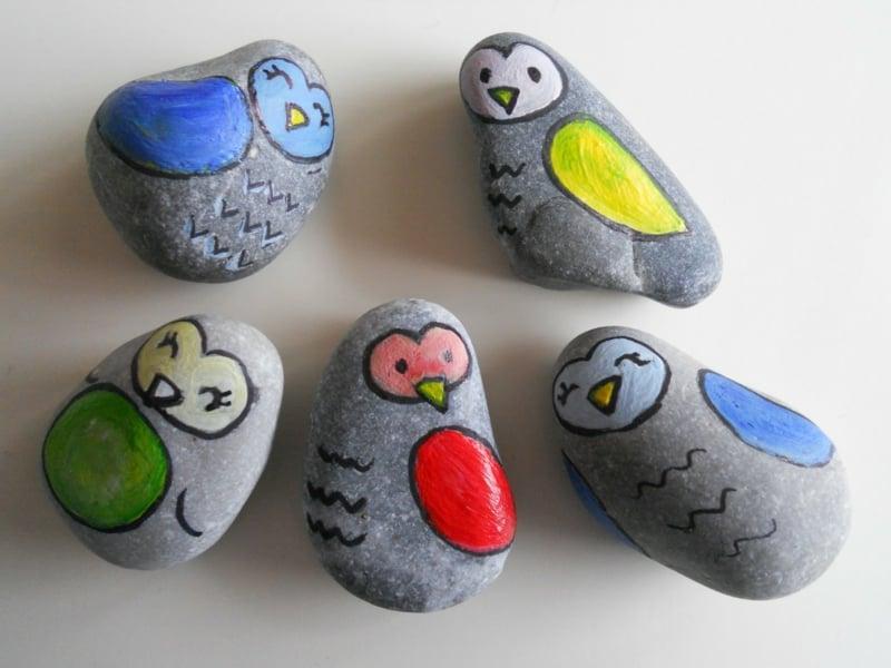 bemalte steine vögel