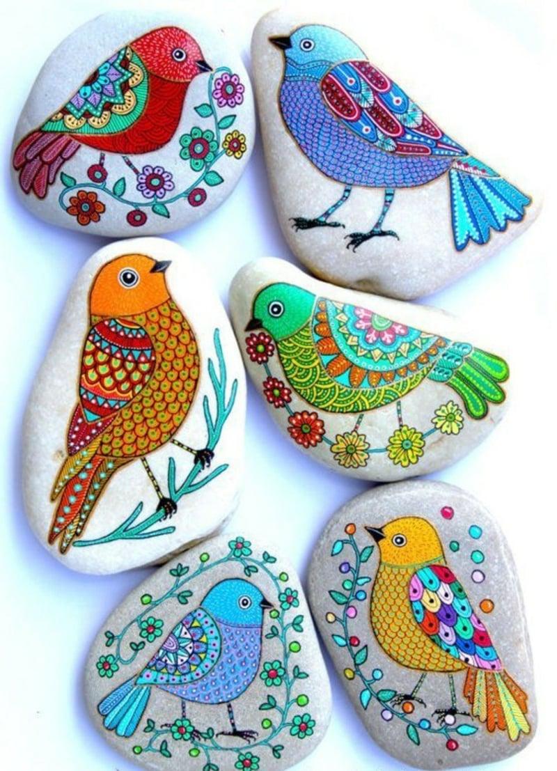 bemalte steine gemalte vögel