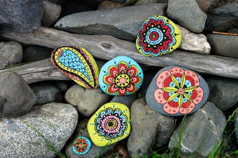 bemalte steine schöne bastelideen