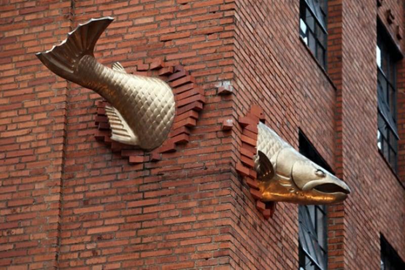 "berühmte-kunstwerke-""Salmon"" Skulptur – Polen"