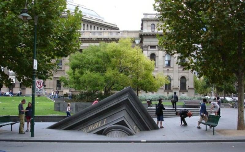 "berühmte-kunstwerke-""Sinkendes Gebäude"""