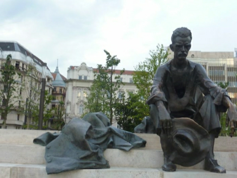 "berühmte-kunstwerke-""Trauriger Mann"" – Budapest, Ungarn"