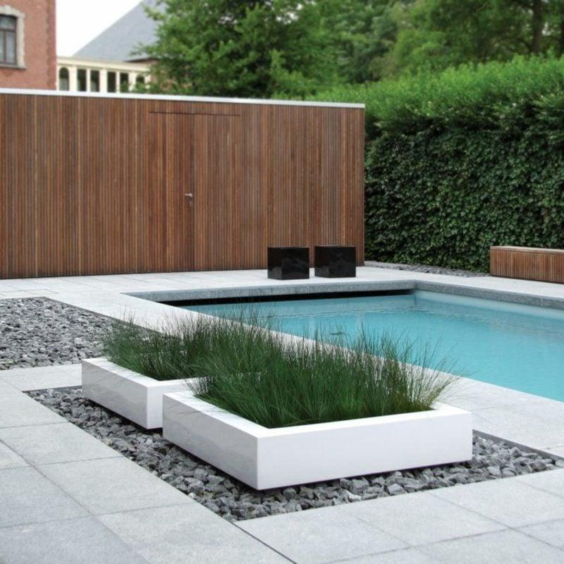 beton pflanzkübel Pool Kiesboden Pflastersteine Gestaltung