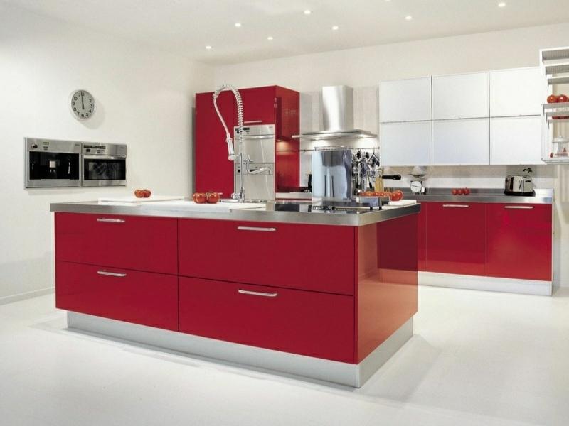 wunderschöne rote kücheninsel