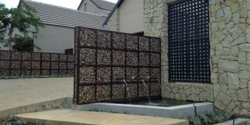 Gabionenzaun einsatzm glichkeiten im modernen garten for Garten kreativ gestalten