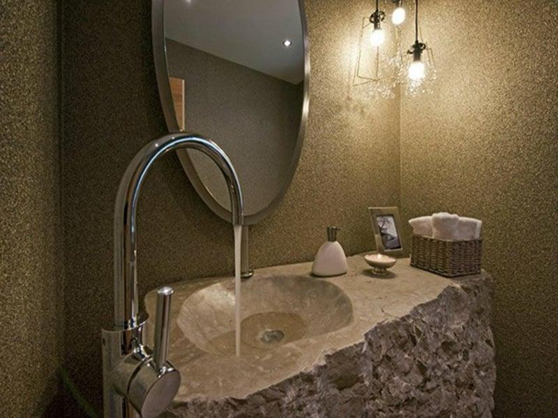 modernes waschbecken aus naturstein