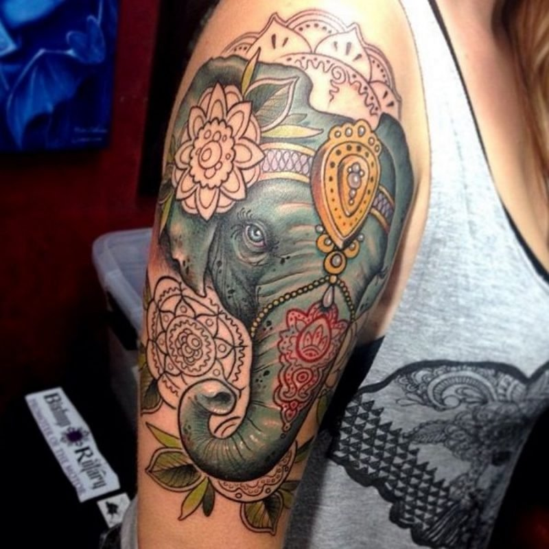 Elefant Tattoo Farbig