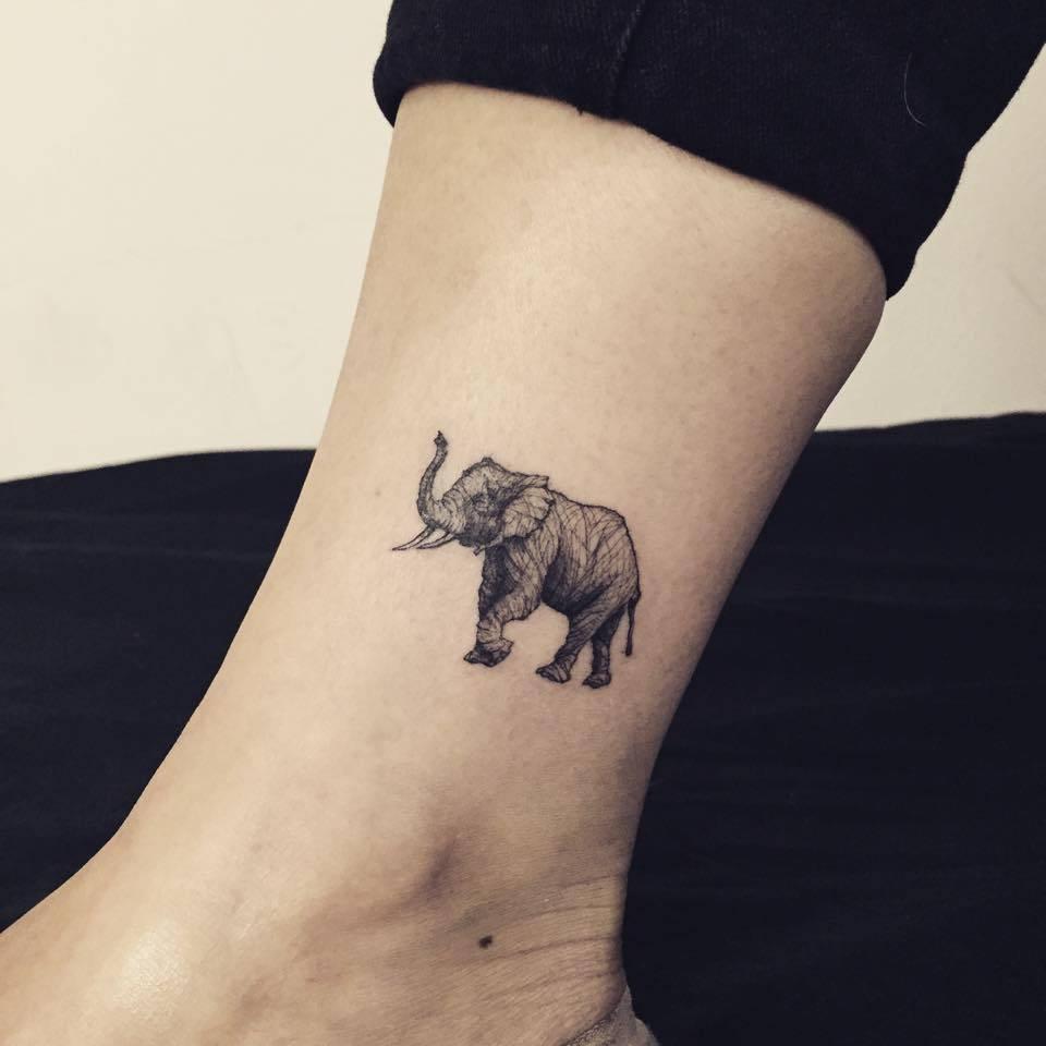 elefant tattoo gibt ihnen kraft 25 faszinierende ideen. Black Bedroom Furniture Sets. Home Design Ideas