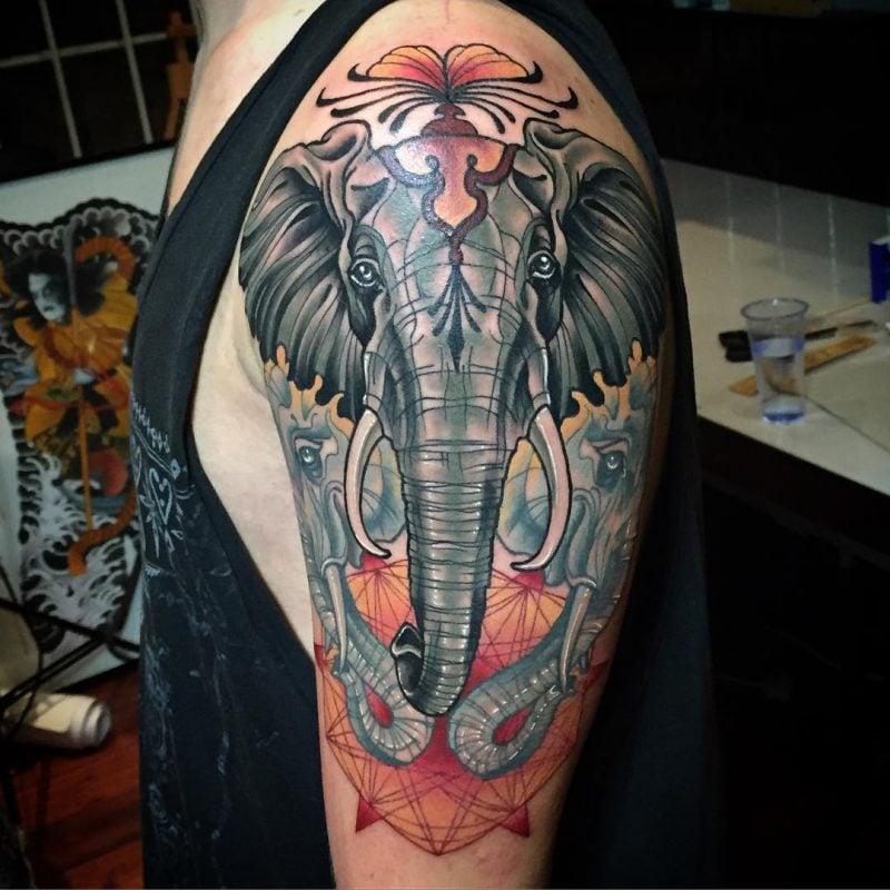 Elefant Tattoo Man farbig