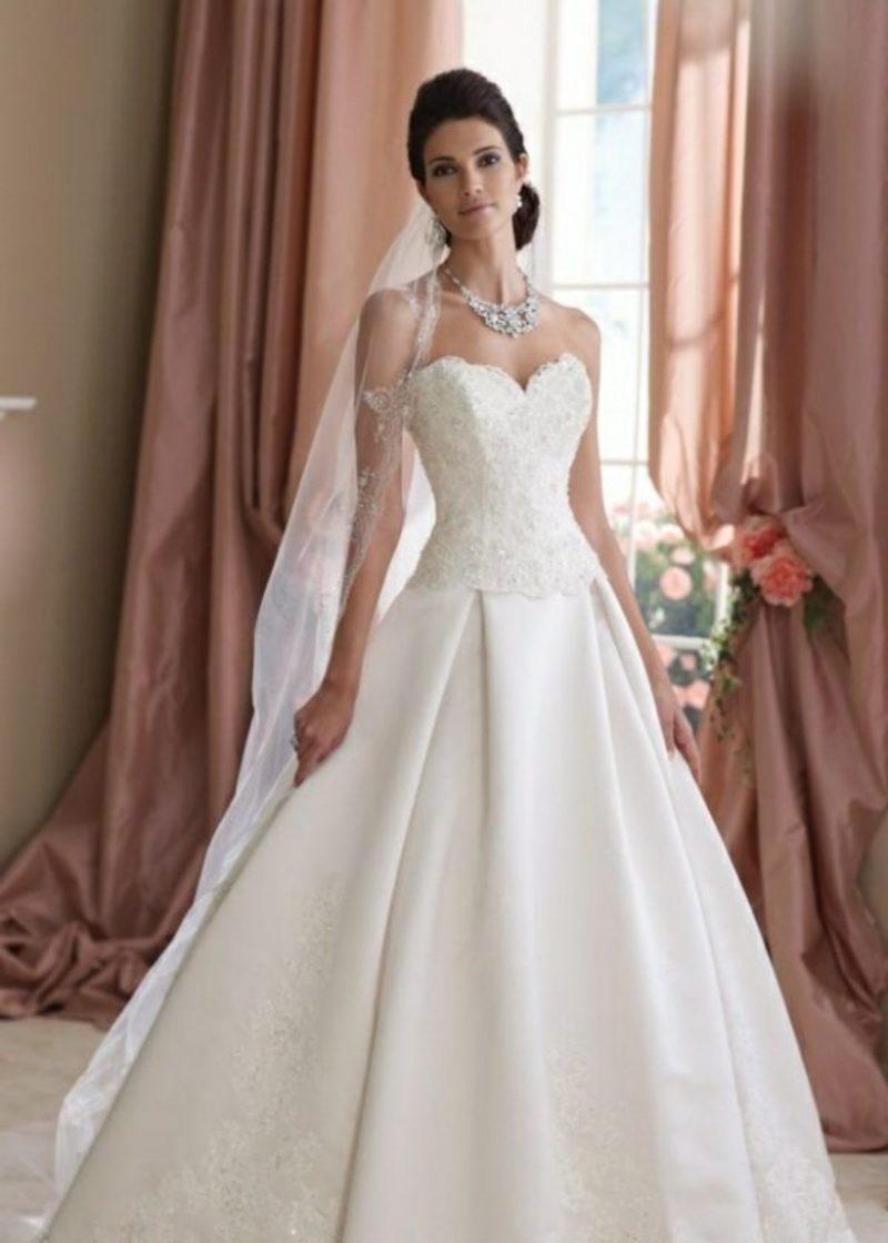 Hochzeitskleid mit Spitze Oberteil