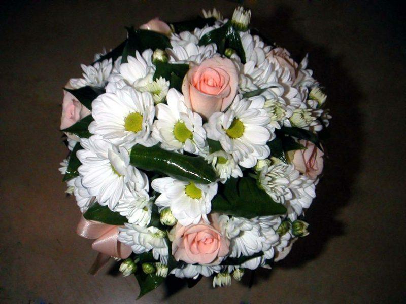 Hochzeitsstrauβ mit Sommerblumen