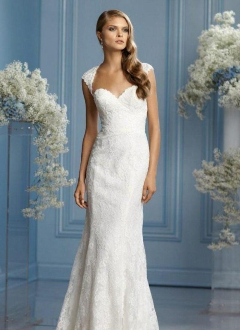 elegantes langes Hochzeitskleid mit Spitzen