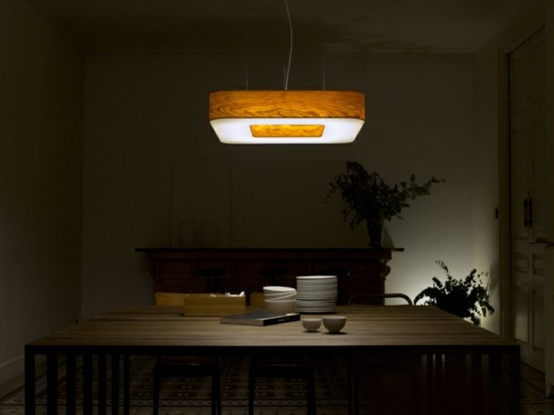 riesige esszimmerlampe aus holz