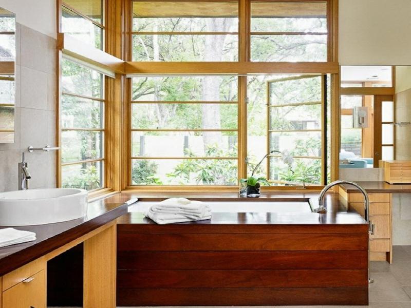 eckfenster und holz